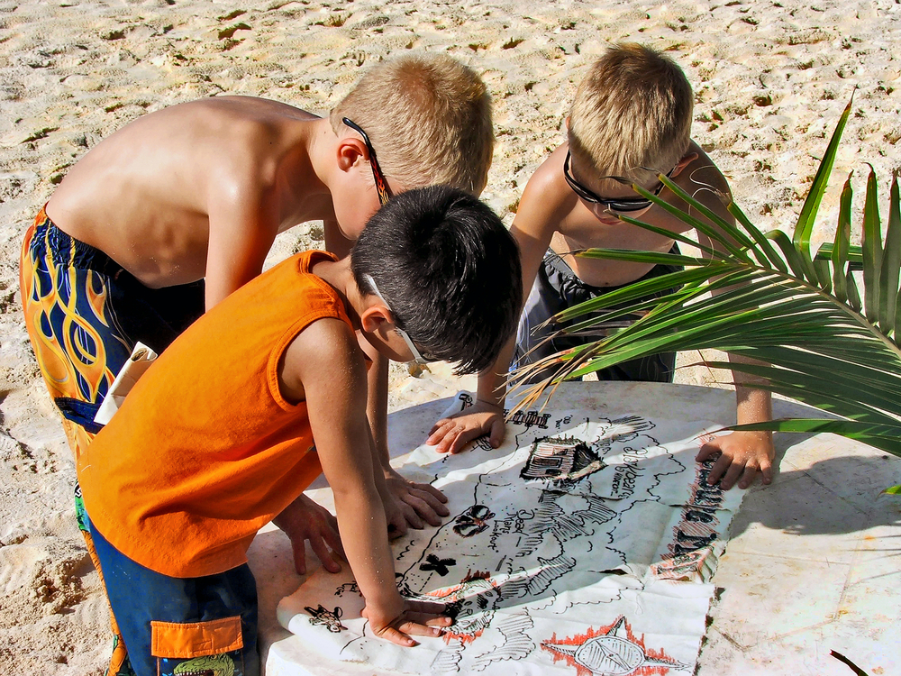 eco-friendly summer activities, fun in the sun, summer activities, treasure hunt